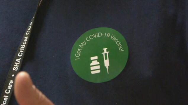 L'autocollant donné aux personnes ayant reçu le vaccin contre la COVID-19. (archives)