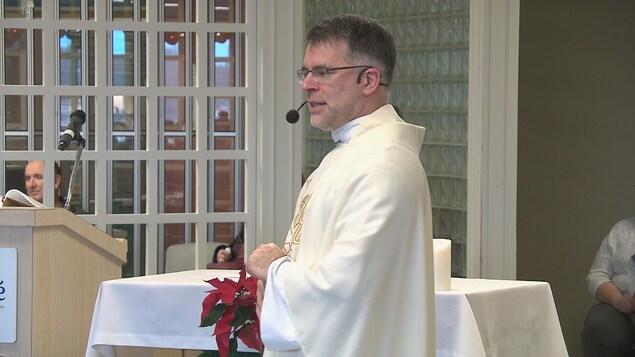 Denis Belliveau, prêtre et gestionnaire des soins spirituels au Réseau de santé Vitalité.