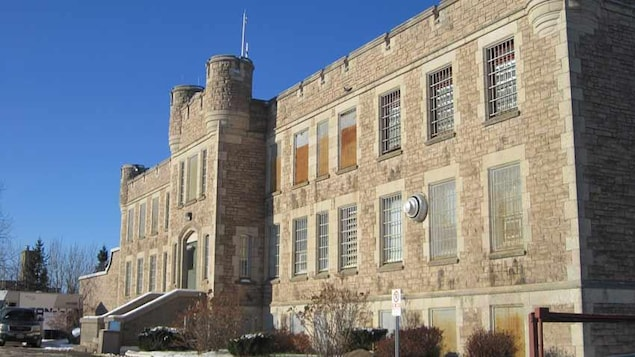La façade de la prison presque centenaire de Thunder Bay en Ontario.