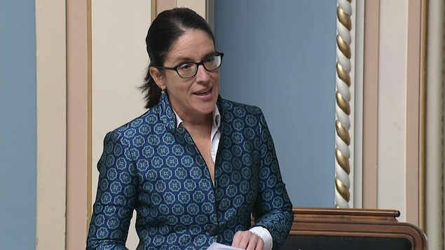 Sonia LeBel s'adresse à ses collègues députés à l'Assemblée nationale.