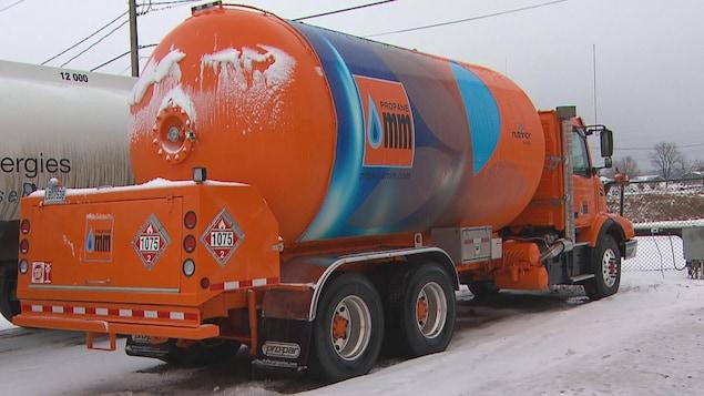 Un camion-citerne de propane.