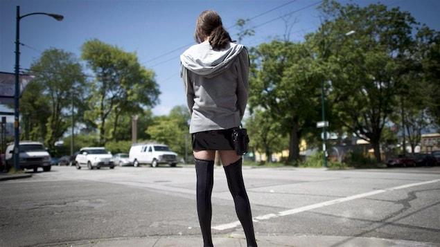 Une jeune prostituée de la rue.