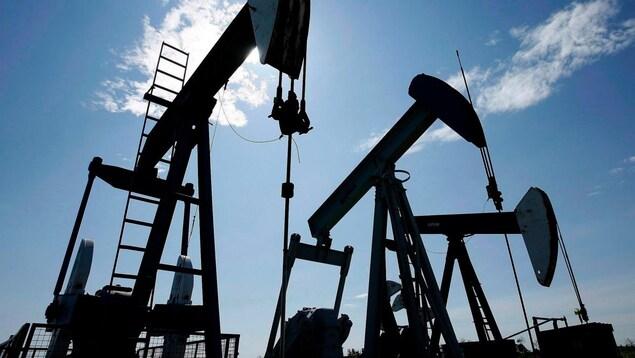 Un puits de pétrole en Alberta.