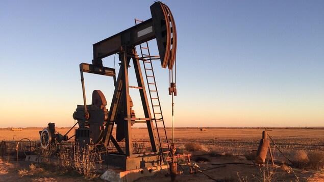 Un puits de pétrole.