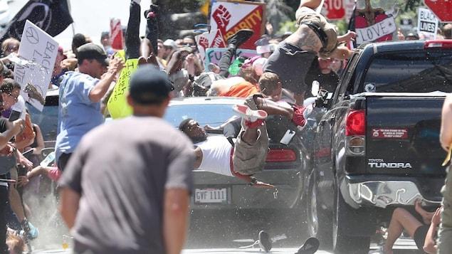 Le photographe Ryan Kelly du The Daily Progress de Charlottesville, aux États-Unis, a été récompensé d'un prix Pulitzer pour un cliché qu'il a pris d'une voiture fonçant sur des contre-manifestants lors du rassemblement «Unite the Right».