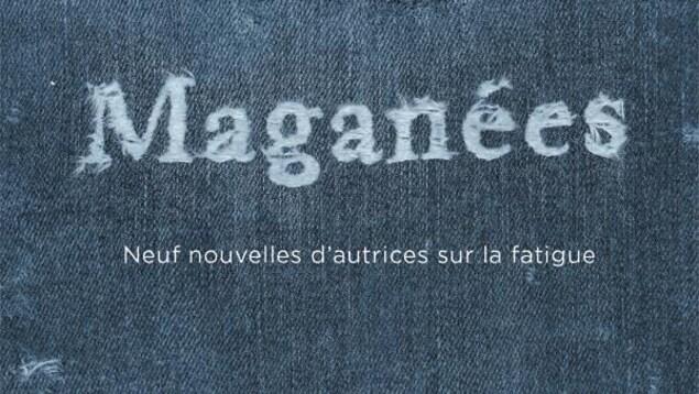 Un jeans déchiré sur lequel est écrit « Maganées ».