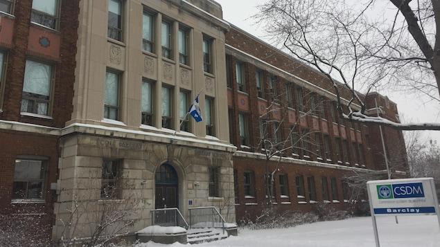 Façade d'une école du Centre de services scolaire de Montréal.