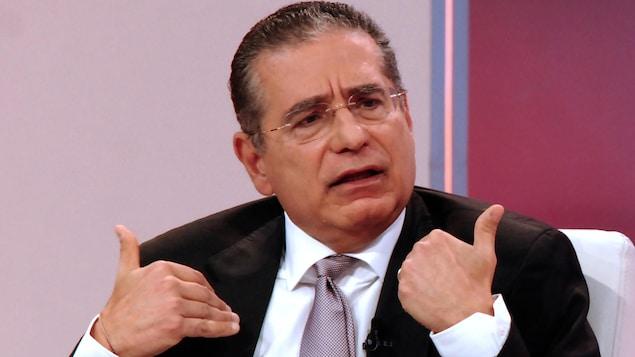 Ramon Fonseca, en complet, assis.