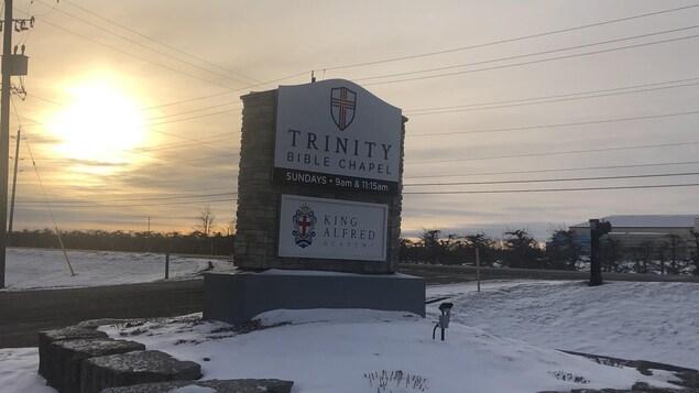 L'enseigne à l'extérieur de l'église Trinity.