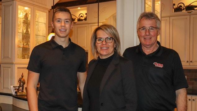 La saison 2020 terminée, le pilote Raphaël Lessard a renoué avec ses parents Chantal et François à la maison familiale.