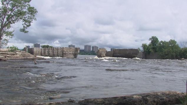 Les rapides Deschênes à Gatineau l'été.