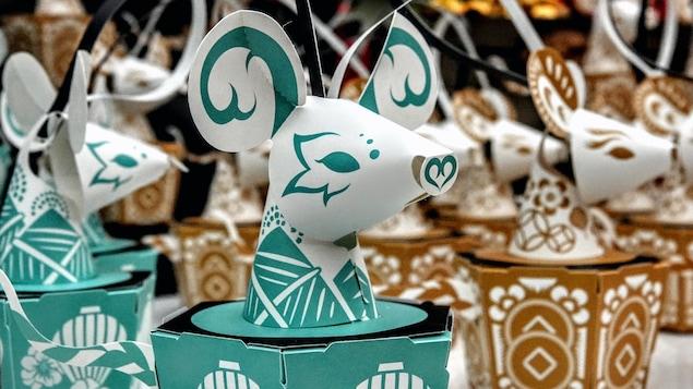 Des lanternes en carton représentant le symbole du Nouvel An chinois : le Rat. Artiste : Yen Chun Lu (Mina)