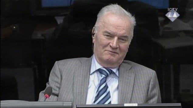Ratko Mladic devant le TPIY.