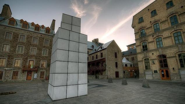 L'oeuvre «Dialogue avec l'histoire» avant sa démolition par la Ville de Québec.