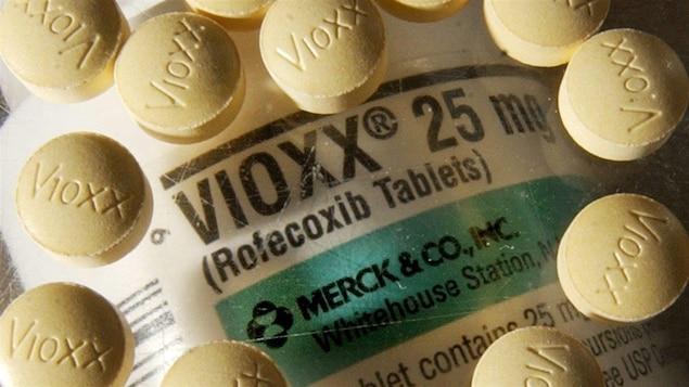 Pilules et bouteille de pilules du médicament Vioxx, retiré du marché en 2004