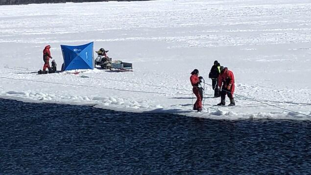 Les recherches à Lamèque de l'équipe de récupération sous-marine de la GRC pour retrouver Justin Savoie.