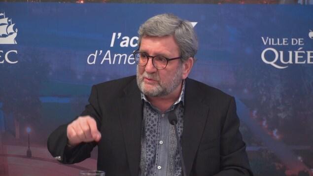 Régis Labeaume en conférence de presse.