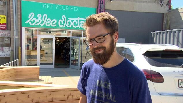 Reid Challis est le directeur général de la boutique de réparation de bicyclette Bike Doctor, à Saskatoon.