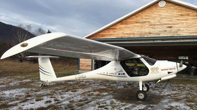 L'avion de René Caissy est de type «ailes hautes», bien que la hauteur de l'appareil soit d'à peine 1,5 mètre. L'espace cargo se limite à 280 litres. Le design est inspiré d'un planeur, bien que Virus n'en soit pas un. Pour l'atterrissage, il faut tout de même faire appel à des aérofreins que l'on déploie sur les ailes pour briser la performance de planage de l'avion.