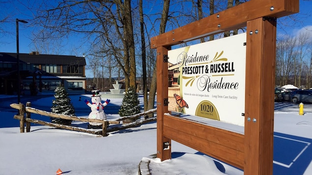 Une pancarte devant la résidence Prescott-Russell