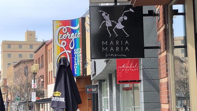 L'écriteau du restaurant Maria Maria sur la rue Racine.