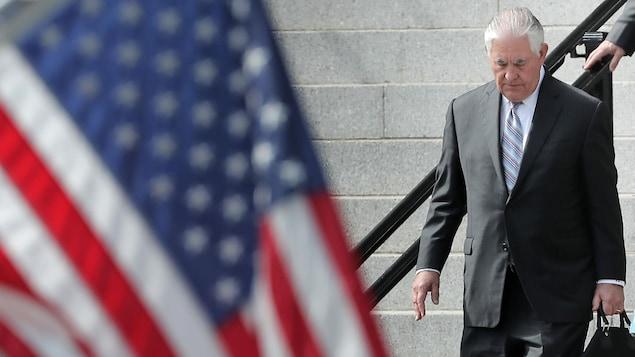Le secrétaire d'État Rex Tillerson se rend à une rencontre avec Donald Trump le 10 octobre 2017.