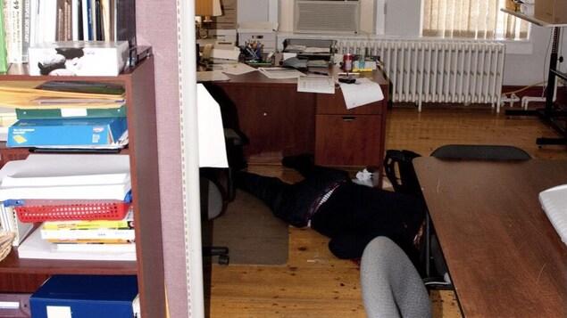 Le corps de Richard Oland, étendu dans son bureau.