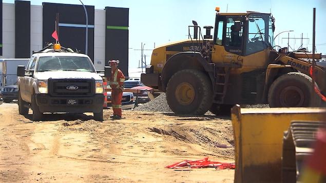Des travailleurs de la construction sur un chantier à Sept-Îles.