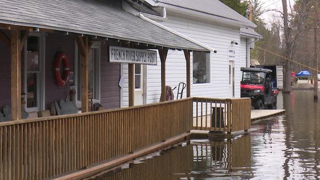 La marina du parc de Rivière des Français est inondée.