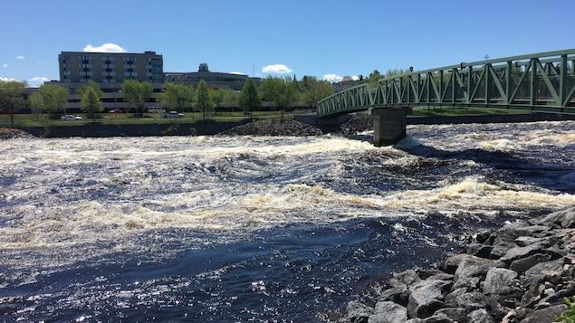 La rivière Petite-Décharge à Alma.