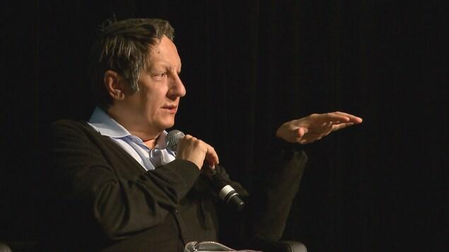 Robert Lepage lors d'une conférence à Québec