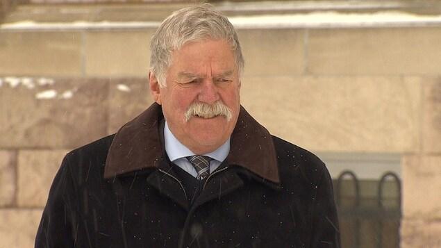 Robert Wood à l'extérieur du palais de justice de Sault-Sainte-Marie.