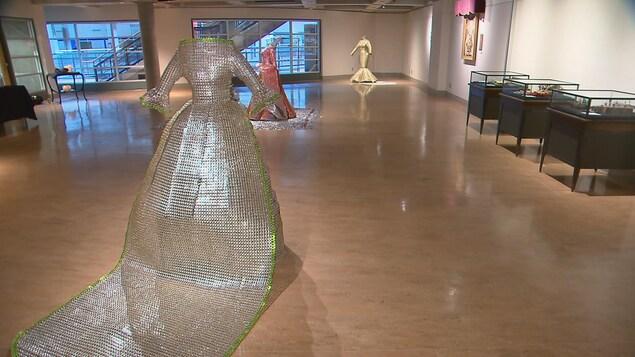 François Bertrand expose trois robes au pavillon Alphonse-Desjardins jusqu'au 30 juin 2017