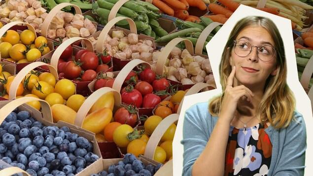 Rosalie devant des paniers de fruits et légumes.