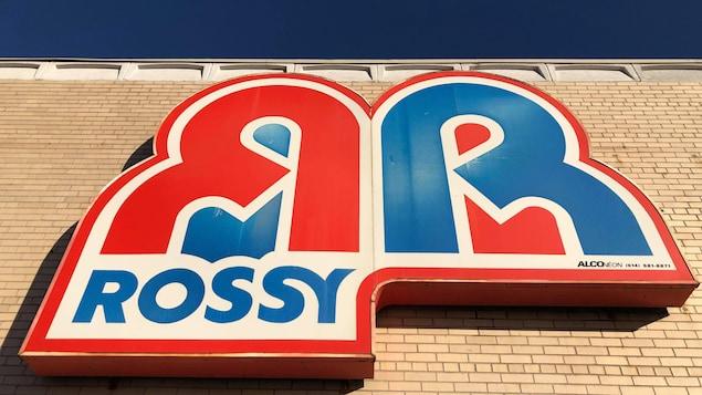 L'enseigne du Rossy à Place de ville à Sept-Îles.