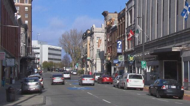La rue Notre-Dame à Trois-Rivières en été.
