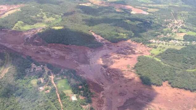 Une image aérienne du service d'incendie montre l'étendue de la catastrophe provoquée par la rupture du barrage de Vale à Brumadinho.