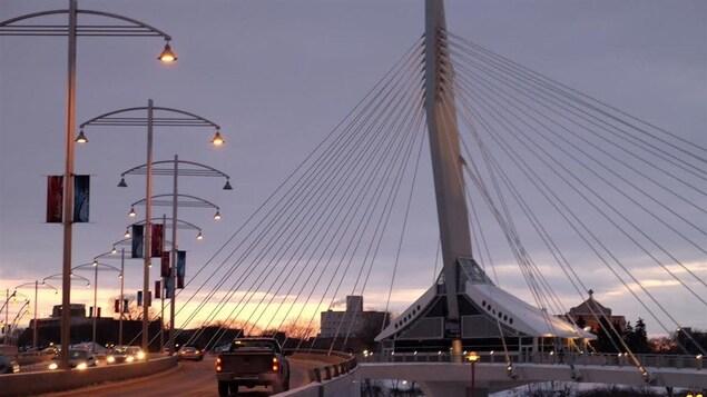 Le soleil se lève sur Saint-Boniface, le quartier français de Winnipeg.