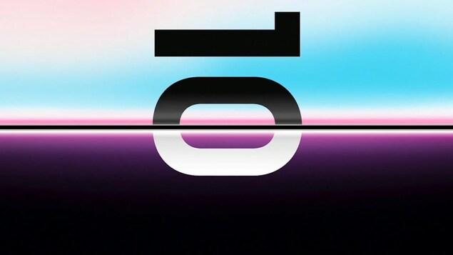 Une image montrant le nombre 10 écrit de côté sur ce qui semblent être deux écrans de téléphone côte à côte.