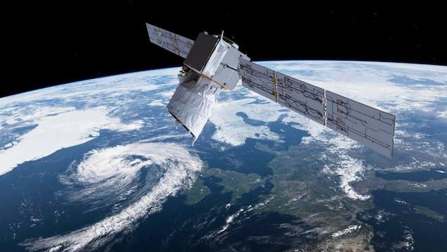 Un satellite en orbite, survolant l'Europe.