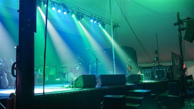 Scène du Festival en chansons de Petite-Vallée