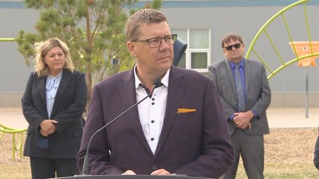Scott Moe en conférence de presse.