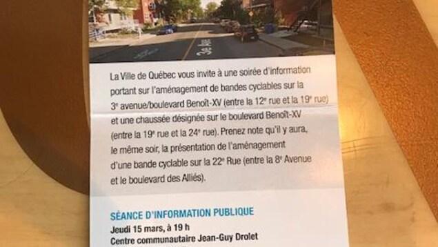 Ce dépliant a été distribué aux citoyens du quartier.