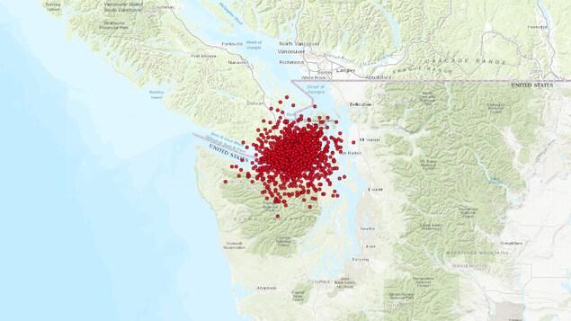 Des points indiquant sur une carte l'emplacement des secousses sont amassés au-dessus de la région de Victoria.