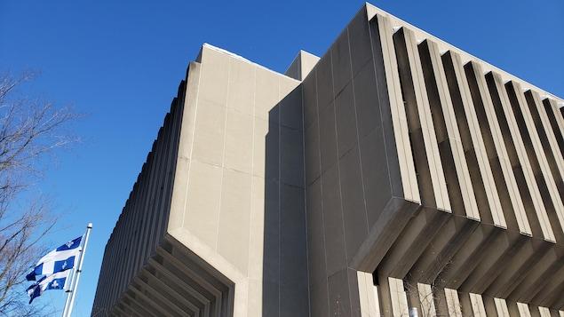 Le bâtiment abritant le Secrétariat du Conseil du trésor photographié en hiver