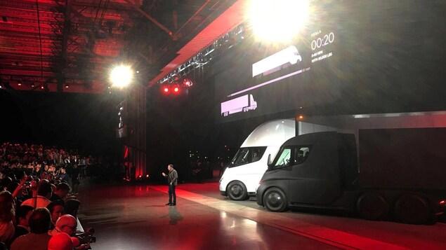 Le président de Tesla, Elon Musk, a mené lui-même l'événement de dévoilement du camion semi-remorque de sa compagnie.