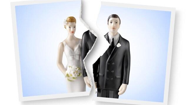 Photo déchirée de figurines nuptiales.