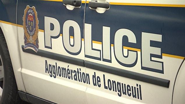 Une voiture du Service de police de l'agglomération de Longueuil