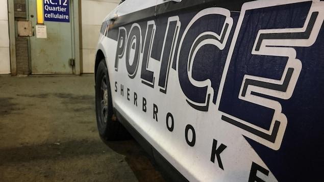 Une voiture du Service de police de Sherbrooke