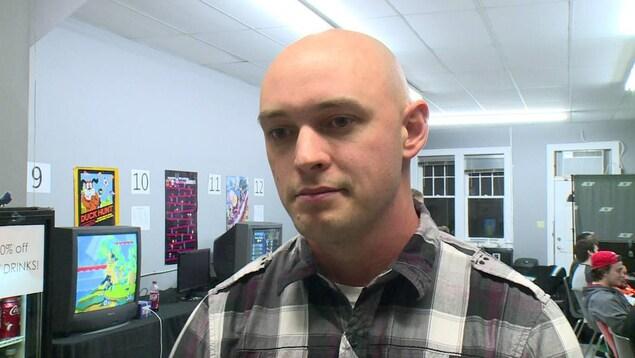 Shaun Byrne est le directeur des Saints Gaming, l'équipe de sport électronique du Collège St-Clair.